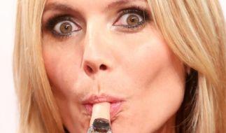 """Lecker! Heidi Klum hat sich ein besonderes heißes Male Model zu """"Germany's Next Topmodel"""" eingeladen. (Foto)"""