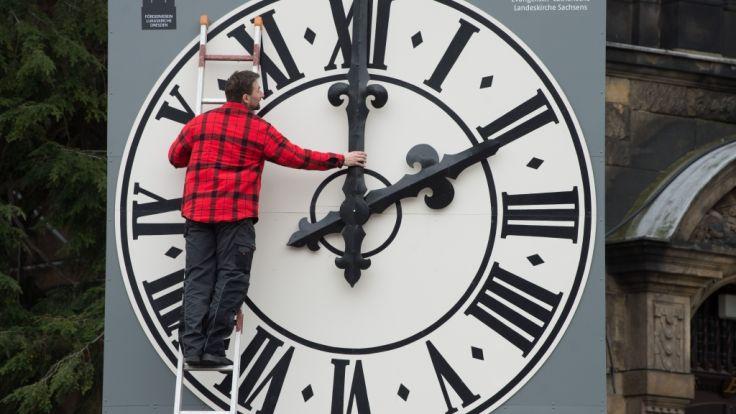 Dresdner Postplatztreffen im Nachtverkehr entfällt wegen Zeitumstellung