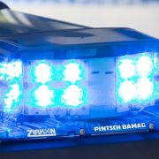 Auto rast in Kinder-Gruppe - Vorsatz vermutet (Foto)