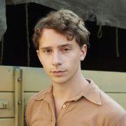 """Im Fernsehfilm """"Die Freibadclique"""" ist Jonathan Berlin als """"Onkel"""" zu sehen. (Foto)"""