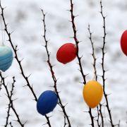 Weihnachtswetter an Ostern! Eiersuche bei eisigen Temperaturen (Foto)