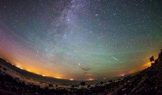 Im April flitzen wieder Sternschnuppen über den Himmel. (Foto)