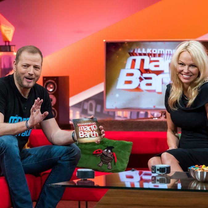 """""""Baywatch""""-Star Pamela Anderson besucht Witzefürst (Foto)"""