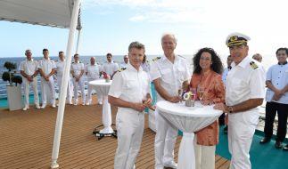 Mit Hanna Liebhold (Barbara Wussow, 2.v.r.) bereichert wieder eine Frau die Crew um Kapitän Burger (Sascha Hehn, r.), Oskar Schifferle (Harald Schmidt, 2.v.l.) und Dr. Sander (Nick Wilder, l.). (Foto)