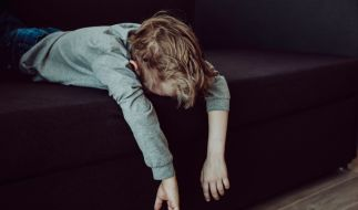 Ein zwei Jahre alter Junge wurde von seiner eigenen Mutter zu Tode geprügelt, nachdem er ins Bett gemacht hatte (Symbolbild). (Foto)