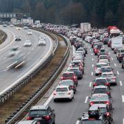 """Vater """"vergisst"""" seine Kinder auf Autobahn-Raststätte (Foto)"""