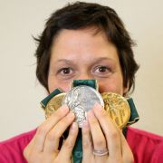 So zog sich die Weltklasse-Schwimmerin aus dem Pleite-Sumpf (Foto)