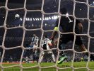 Mit einem spektakulären Fallrückzieher brachte Cristiano Ronaldo seinen Verein Real Madrid im Champions-League-Spiel gegen Juventus Turin in der 64. Minute 2:0 in Führung. (Foto)