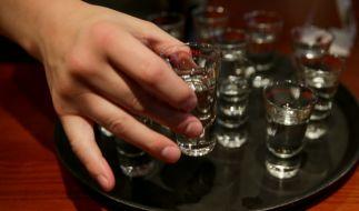Vor allem im Urlaub herrscht ein hohes Risiko durch gepanschten Alkohol. (Foto)