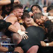 The Undertaker endlich zurück - Brock Lesnar zerstört Roman Reigns (Foto)