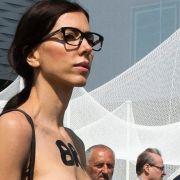 Im Nackt-Duell mit Micaela Schäfer siegt sie (Foto)