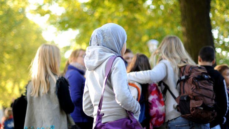 Migration: Debatte über Kopftuchverbot für Mädchen unter 14