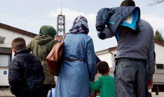 Syrische Flüchtlinge kommen in das Grenzdurchgangslager Friedland im Landkreis Göttingen. (Foto)