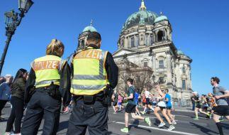 Die Polizei hat offenbar einen Anschlag auf den Halbmarathon in Berlin verhindert. (Foto)