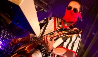 """Mit """"Tokio Hotel"""" wurde Tom Kaulitz berühmt - und kann sich offenbar auch nicht über mangelndes weibliches Interesse beschweren. (Foto)"""