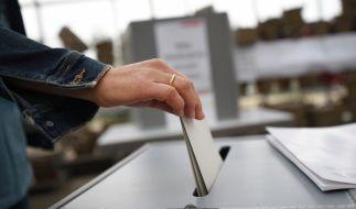 Die Regierungsparteien verlieren in einer Umfrage deutlich. (Foto)