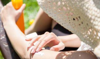An sonnigen Frühlingstagen kann man schon herrlich draußen sitzen. Doch meist ist schon zu dieser Jahreszeit Sonnenschutz nötig. (Foto)