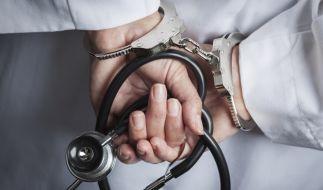 Im Harz ist ein 42-jähriger Chefarzt festgenommen worden, nachdem er vier Frauen beim Oralsex unter Drogen gesetzt hatte; eine der Frauen starb an einer Überdosis (Symbolbild). (Foto)