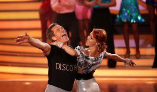 """Kann auf der Bühne richtig Gas geben: Mallorca-Sänger Jürgen Milski (hier mit Oana Andreea Nechiti bei """"Let's Dance""""). (Foto)"""