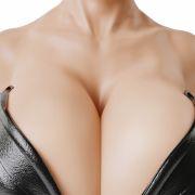 Körbchengröße S! DIESE Frau hat die größten Brüste Europas (Foto)