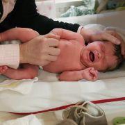Gefahr fürs Baby! Ärzte warnen vor DIESER Geburtsmethode (Foto)