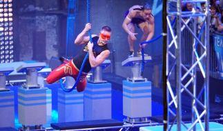 """Colin Leathers (l.) und Thanh Nguyen in der Vorrunde von """"Team Ninja Warrior Germany"""". (Foto)"""
