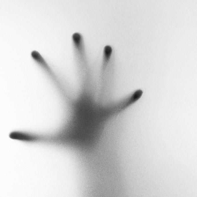 Ist auf DIESEM Familienbild etwa ein Toter zu sehen? (Foto)