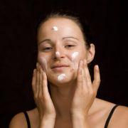 DIESE Kosmetika lösen Pickel, Mitesser und Co. aus (Foto)