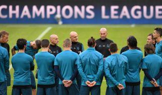 Das Team von Real Madrid erhält vor dem Halbfinal-Hinspiel in der Champions League 2018 gegen den FC Bayern München letzte Instruktionen von Coach Zinedine Zidane. (Foto)