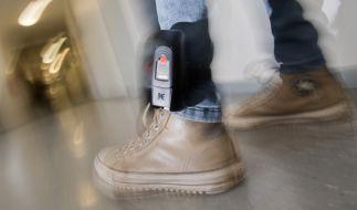 Mittlerweile nutzen die Behörden auch elektronische Fußfesseln, um Gefährder zu überwachen. (Foto)