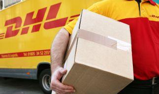 Mit der Wunschzustellung von Paketen am Abend will die Deutsche Post ab Juni 2018 14 Millionen Kunden erreichen (Symbolfoto). (Foto)