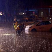 Straßen unbefahrbar - SO wütete der Starkregen westlich des Rheins (Foto)