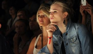 Sarina Nowak, hier mit ihrer Model-Kollegin Larissa Marolt (re.), hat als Plus-Size-Model eine erfolgreiche Karriere begonnen. (Foto)