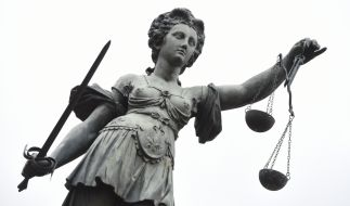 Am Gericht in Leeds wurde jetzt das Urteil gegen einen 79-Jährigen gesprochen, der seine Tochter über 20 Jahre hinweg missbrauchte und ihr drohte, sie in Säure auszulösen, sollte sie sich der Polizei anvertrauen (Symbolbild). (Foto)