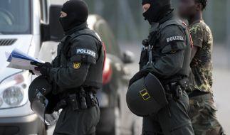 Nachdem eine geplante Abschiebung in Ellwangen eskalierte, nahm die Polizei mehrere Männer in Gewahrsam. (Foto)
