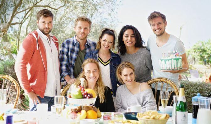 Stehend v.l.: Felix von Jascheroff, Niklas Osterloh, Anne Menden, Gamze Senol, Jörn Schlönvoigt; Vorne: Eva Mona Rodekirchen, Lea Marlen Woitack (Foto)