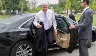 Volker Bouffier könnte umweltfreundlichere Autos fahren. (Foto)