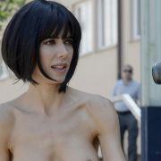 Unten ohne im Netz! Nacktkünstlerin zieht untenrum blank (Foto)