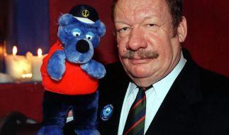 Wolfgang Völz und Kapitän Blaubär. (Foto)