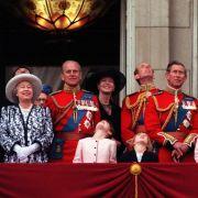 Lady Helen Windsor, hier in schwarz gekleidet mit großem Hut, ist ein beliebtes Mitglied des britischen Königshauses. Sie heiratete ihren Mann, Timothy Taylor, am 18. Juli 1992 in Windsor Castle.
