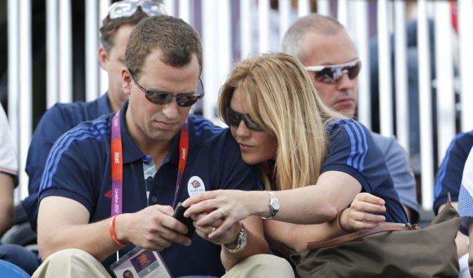 Peter Philips, der älteste Enkelsohn von Queen Elizabeth II, und seine Frau Autumn Kelly gaben sich 2008 ebenfalls das Ja-Wort in der St.-Georgs-Kapelle. Hier besuchten sie gemeinsam die Olympischen Spiele in London.