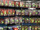 Action-Figuren, wohin man schaut. Inklusive der berühmten Verpackung, aus der man sie nie nehmen darf. (Foto)