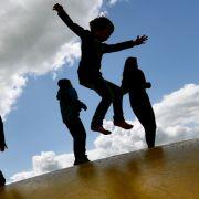 Knarren-Oma bedroht spielende Kinder - Polizeieinsatz! (Foto)