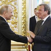 Vereidigung im Kreml mit viel Pomp - Medwedew bleibt im Amt (Foto)