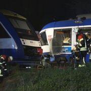 Nach Zusammenstoß zweier Züge starben zwei Menschen, mehrere Fahrgäste wurden schwer verletzt.