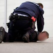 Blutrünstig! Entflohener Häftling beißt zwei Beamte (Foto)