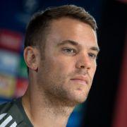 Wenn er nicht schnell genug wieder fit wird, steht Manuel Neuer eine wichtige Entscheidung bevor.