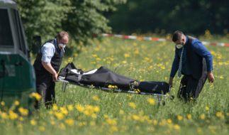 Nach ersten Erkenntnissen der Polizei ist die bislang nicht identifizierte Frau Opfer eines Gewaltverbrechens geworden. Spaziergänger hatten den leblosen Körper am Morgen am Rande eines Parks gefunden. (Foto)
