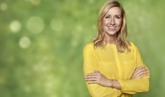 """Mit diesem Bild von Andrea Kiewel bewirbt das ZDF die """"Fernsehgarten""""-Saison. (Foto)"""