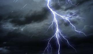 Der Wetterdienst warnt am Pfingstwochenende vor Gewittern mit unwetterartigem Starkregen. (Foto)